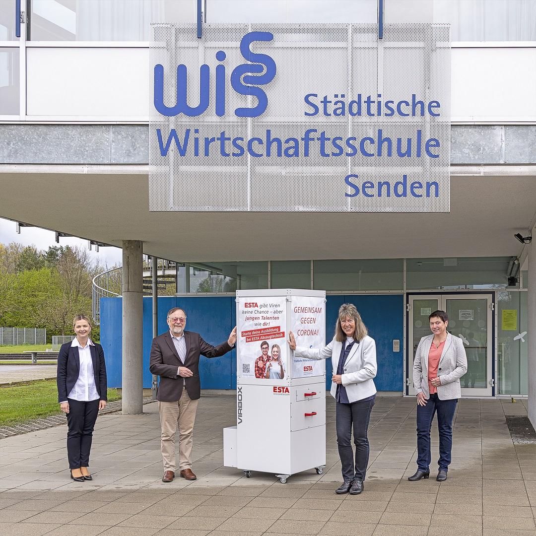 Gruppenbild Übergabe Luftreiniger an WISS