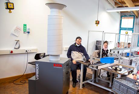 Raumluftreiniger VirBox in einer Werkstatt