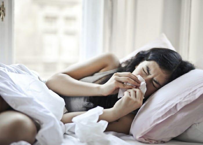 Grippeerkrankte Frau