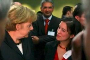 Angela Merkel und ESTA Gesellschafterin Jessica Kulitz.