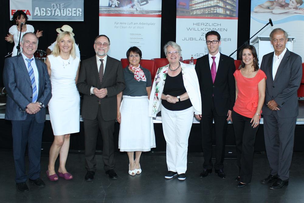 Annette Schavan gratuliert Peter Kulitz zum 40-jähriges Firmenbestehen von ESTA.