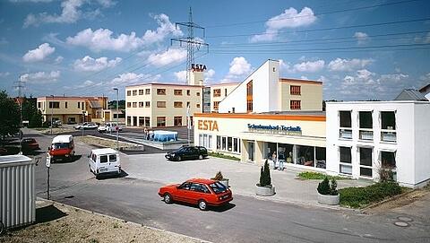 Das gesamte ESTA Firmengebäude im Jahr 1989.