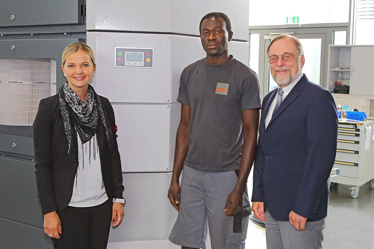 Frau Keller, Herr Uzonwanne und ESTA Geschäftsführer Dr. Peter Kulitz.