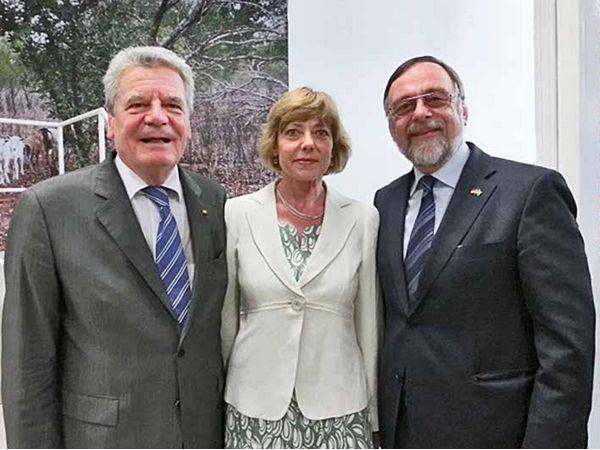 Joachim Gauck, Daniela Schadt und Dr. Peter Kulitz.