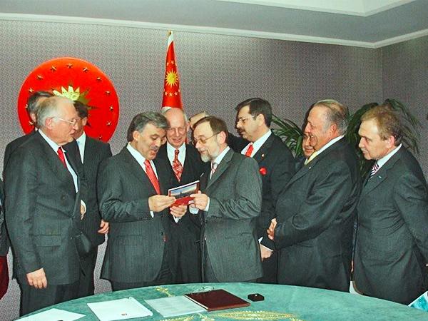 Günther Verheugen, Staatspräsident Abdullah Gül, Ludwig Georg Braun und Dr. Peter Kulitz in Ankara.
